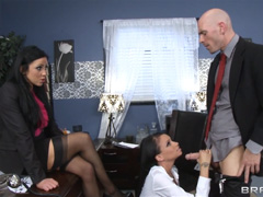 Две секретарши и их лысый босс
