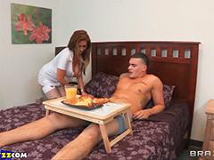Завтрак в постель от отпадной медсестры