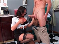 Пациент трахает медсестру