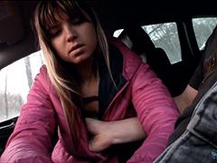 Разводит на секс молоденькую студентку из России