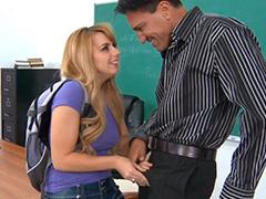Милая школьница в гетрах сдает зачет накаченному преподавателю
