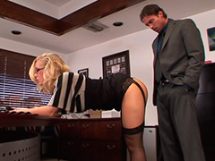 Директор не устоял перед попкой секретарши