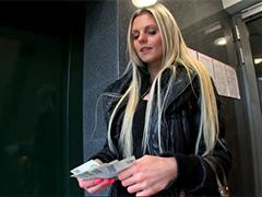 Студентка отдалась пикаперу за деньги