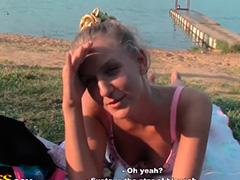 Русская девочка трахается с пикаперами на стройке