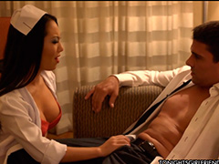 Звезда Asa Akira в роли заботливой медсестры