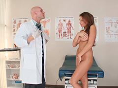 Оральные ласки в кабинете врача