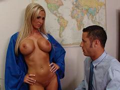 Выпускница склонила к сексу директора