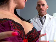 Сотрудники лаборатории испытали на себе изобретенный лексир