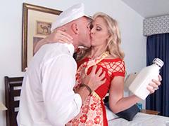 Молочник постоянно трахает жену клиента