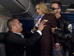 Пассажиры VIP самолёта поимели стюардесс