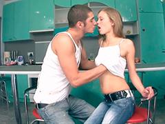 Секс на кухне молодой русской пары