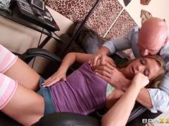 Девочка созрела для настоящего секса