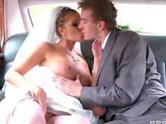 Водитель поимел невесту в попу перед её свадьбой