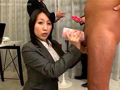 Чувственная азиатка Yuki Maeda кудесничает на работе и дома