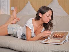 Питерская школьница изучает Кама Сутру в картинках