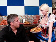 Официантка соблазнила богатого клиента