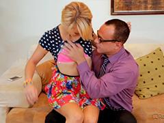 Папа трахает подругу дочери