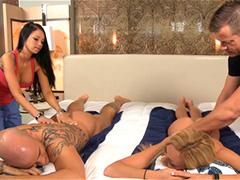 Групповой массаж в номере отеля