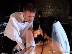 Невеста сладко прощается с незамужней жизнью