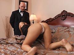 Молодая жена мечтает о сексе с дворецким