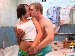 Бурный секс в ванной после чистки зубов