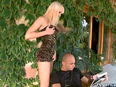 Насадил жену попкой на кукан возле дома