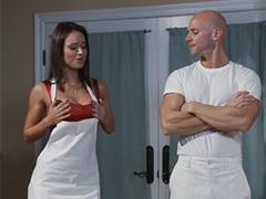 Сексуальный помощник для шаловливой домохозяйки