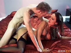Бурный анальный секс с брюнеткой