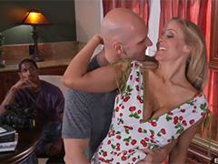 Домохозяйка снимается в порнофильме