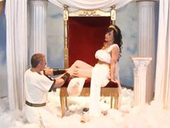 Королеву секса Lisa Ann дядя смычкует в попку