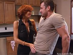 Сексуальная Veronica Avluv классно трахается с соседом