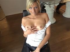 Сероглазая блондинка кайфует от члена в попке