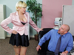 Пышная Kagney Linn Karter долбится с шефом в кабинете
