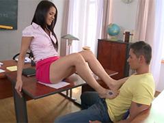 Молодая училка заигрывает со студентом