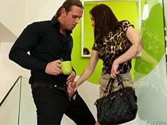 Случайный секс с незнакомцем на лестнице