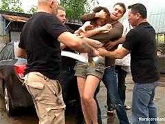 Иностранцы толпой трахают русскую девушку на заброшеном заводе