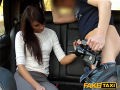 Таксист развел на секс красивую пассажирку