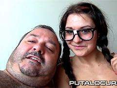 Домашний секс сладкой парочки: девочки-ботанички и дяди-пузатика