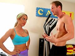 Посоветовал гимнастке больше трахаться