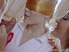 Жаркий секс втроем с молодой няней