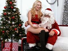 Новогодний Санта исполняет желание озорной девчонки