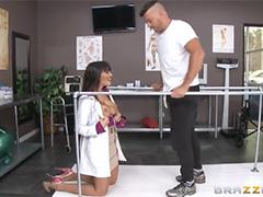 Манящие сиськи сексуальной врачихи