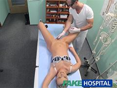 Добрый доктор жадно вдул пациентке