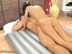 Эротический нуру массаж для загорелого мачо