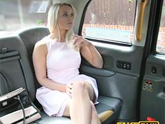 Таксист овладел приятной пассажиркой во всех позах