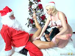 Анальные страсти с Сантой Клаусом под новогодней елкой