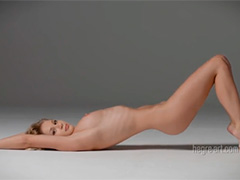 Эротический танец молодой блондиночки под восточные мотивы