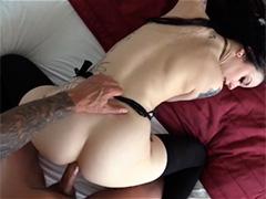 Она обожает глубокий анальный секс и охотно насаживается на член