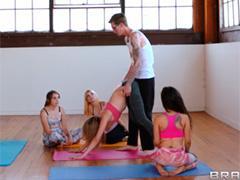 Тренер по йоге оставил спортсменку для дополнительного анального занятия