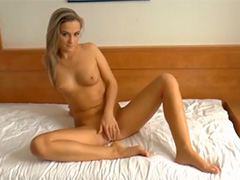 Молодая блондинка обожает чувственный анальный секс
